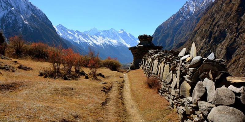 Trek to tsum valley